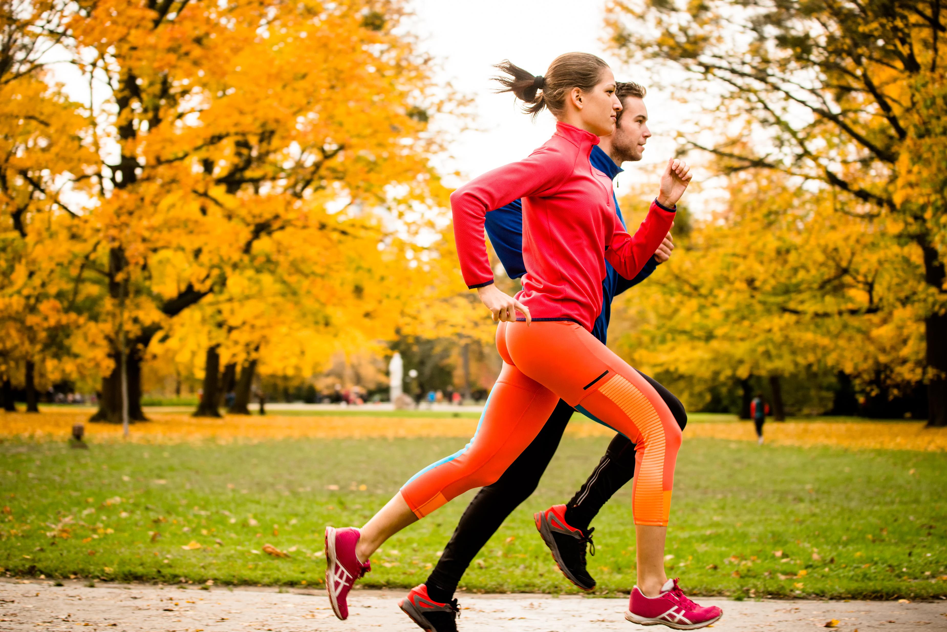 4 sportliche Tricks, die Vorfreude auf den Herbst zu