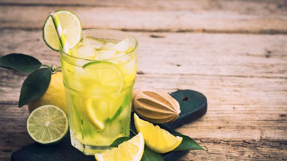 Mythos Oder Wahrheit Hilft Zitronenwasser Beim Abnehmen Sportaktiv Com