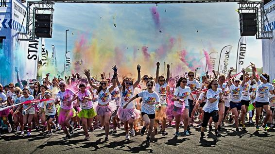 Farbenfrohes Laufspektaktel: The Color Run macht Wien bunt / Bild: Reebok