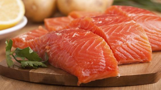 Post-Workout Food: Lachs / Bild: iStock / olgna