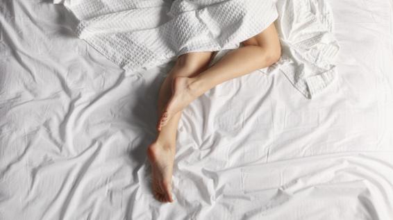 schlaf gut das sind die 5 besten und schlechtesten schlafpositionen f r deine gesundheit. Black Bedroom Furniture Sets. Home Design Ideas