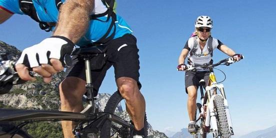 schonen arsch auf dem fahrrad sitz